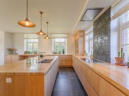 in deze  landelijke keuken staat comfort en ruimte centraal